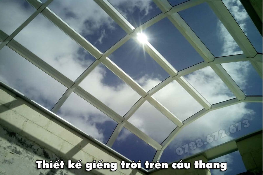 mai-kinh-gieng-troi-tren-cau-thang