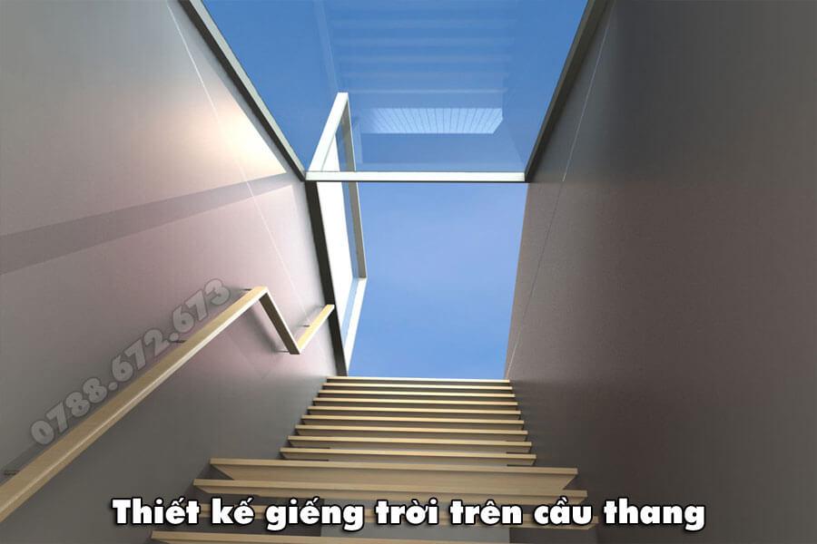 thiet-ke-gieng-troi-kinh-tren-cau-thang
